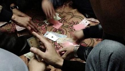 Ngăn đánh bạc, công an xã, trưởng thôn bị đánh hội đồng - 1