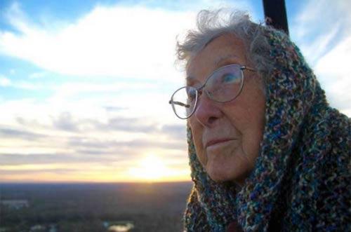 Cụ bà từ chối điều trị ung thư để đi du lịch khắp nơi - 1