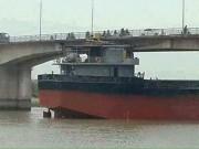 Tin tức trong ngày - Nguy cơ sập cầu An Thái sau khi bị tàu 3.000 tấn đâm