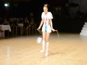 """Thể thao - """"Nữ hoàng nhảy dây"""" vừa diễn vừa chơi bóng"""