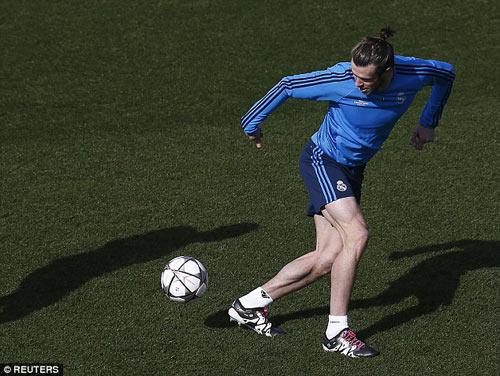 """Chuyện lạ: Đắt giá nhất thế giới, Bale đi tất """"rách"""" - 3"""