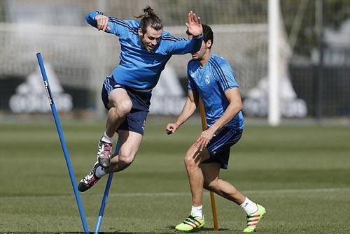 """Chuyện lạ: Đắt giá nhất thế giới, Bale đi tất """"rách"""" - 5"""