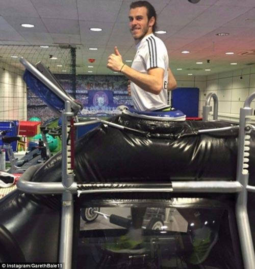 """Chuyện lạ: Đắt giá nhất thế giới, Bale đi tất """"rách"""" - 6"""