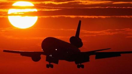 Phi công dọa cho rơi máy bay chở 200 người nếu... vợ bỏ - 1