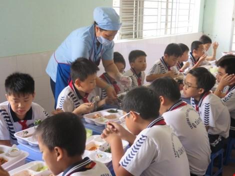 Bỏ bếp ăn bán trú vì áp lực tăng học sinh - 1