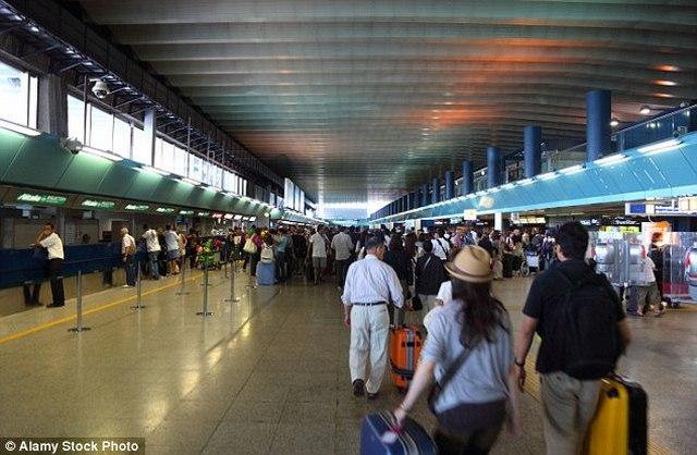 Ý: Phi công định tự tử cùng 200 hành khách do vợ bỏ - 1
