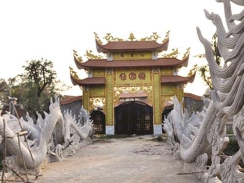 Vụ nhà thờ tổ Hoài Linh: Cuộc chiến giữa tình và lý - 1