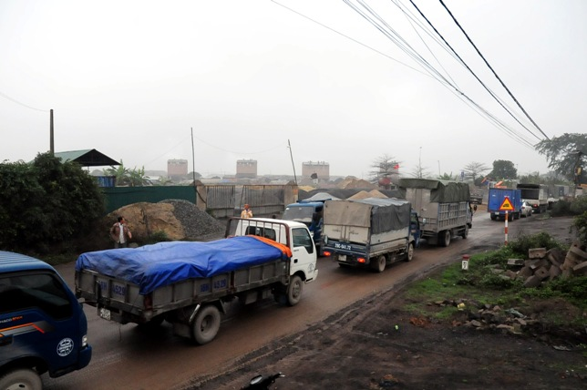 Cầu An Thái tê liệt, ô tô xếp hàng 3 tiếng để lên phà - 2