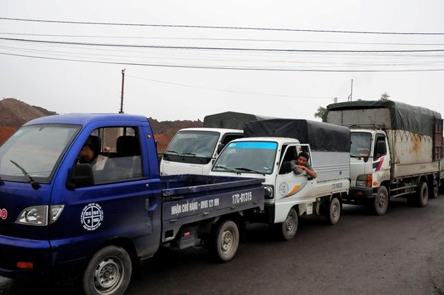 Cầu An Thái tê liệt, ô tô xếp hàng 3 tiếng để lên phà - 5