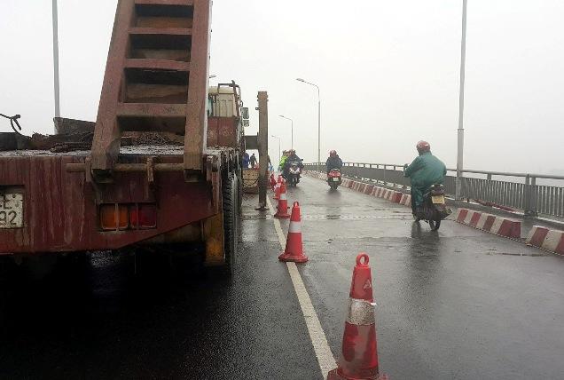Một số loại xe đã được lưu thông qua cầu An Thái - 1