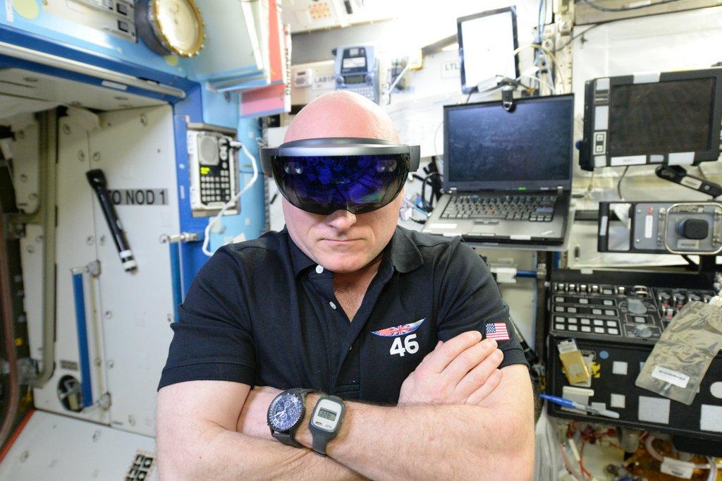 Cơ thể phi hành gia biến đổi sau 1 năm trên vũ trụ - 4