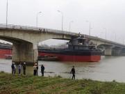 Tin tức trong ngày - Xem xét khởi tố vụ tàu đâm hỏng cầu An Thái