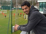 """Bóng đá - Rảnh rỗi, Suarez bất ngờ quay lại """"nhà cũ"""" Liverpool"""