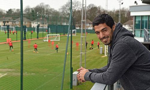 """Rảnh rỗi, Suarez bất ngờ quay lại """"nhà cũ"""" Liverpool - 1"""