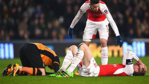 """Fan yêu cầu từ chức, Wenger vẫn """"phớt lờ"""" - 1"""