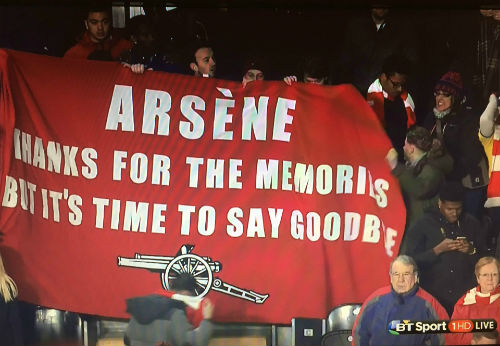 """Fan yêu cầu từ chức, Wenger vẫn """"phớt lờ"""" - 2"""