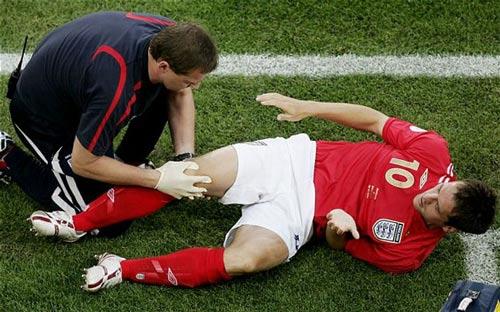"""Arsenal và """"bệnh"""" chấn thương: Lỗi tại Wenger - 2"""