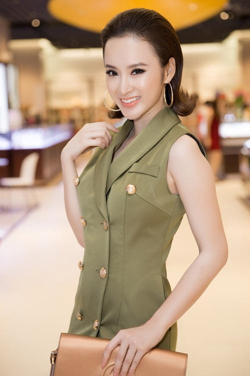 Angela Phương Trinh kín đáo vẫn rạng ngời xinh đẹp - 4