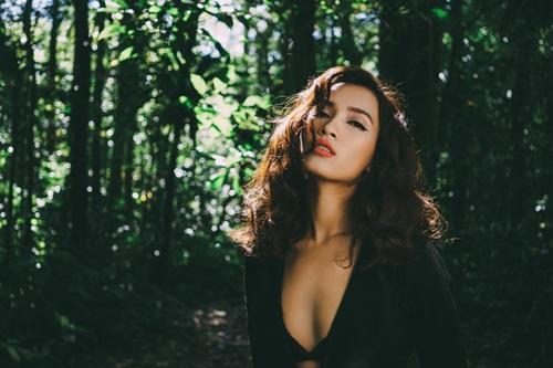 """Phạm Hương gây sốt với bản cover """"Hoa vàng, cỏ xanh"""" - 2"""