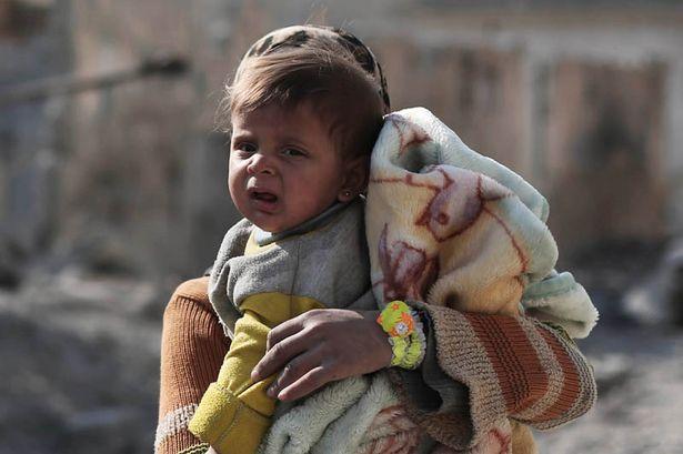 """Đau thương cảnh 25 vạn trẻ em Syria """"chờ ngày chết"""" - 1"""