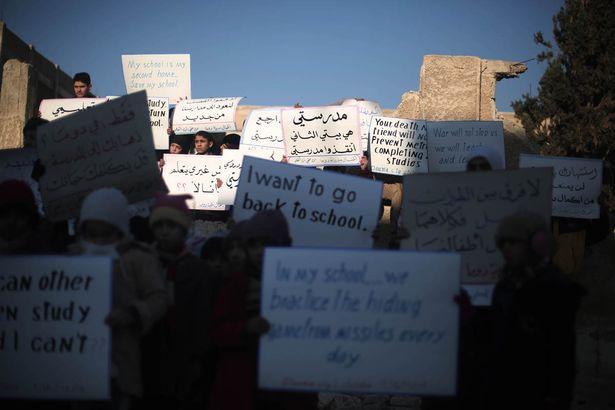 """Đau thương cảnh 25 vạn trẻ em Syria """"chờ ngày chết"""" - 3"""