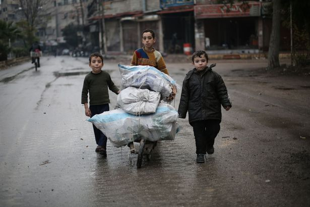 """Đau thương cảnh 25 vạn trẻ em Syria """"chờ ngày chết"""" - 2"""