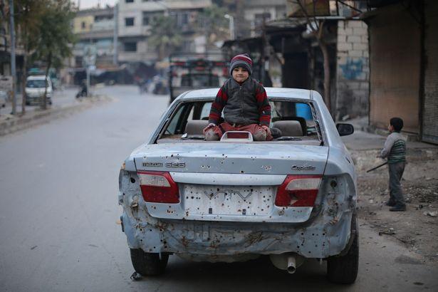 """Đau thương cảnh 25 vạn trẻ em Syria """"chờ ngày chết"""" - 6"""