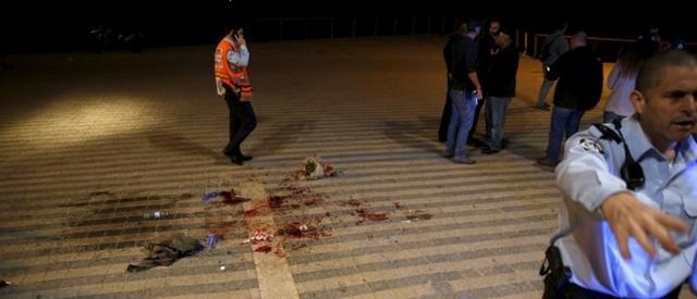 Israel: Tự rút dao khỏi cổ đâm chết kẻ khủng bố - 1
