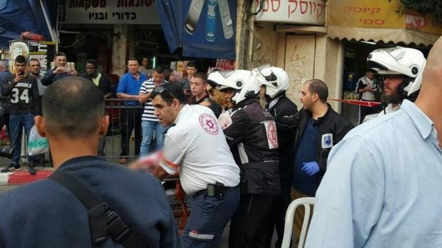 Israel: Tự rút dao khỏi cổ đâm chết kẻ khủng bố - 2