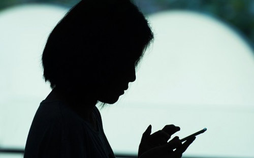 Thiếu nữ hỏng mắt vì xem phim Hàn suốt 18 tiếng - 1