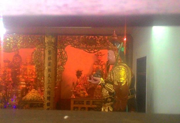 Cận cảnh những ngôi chùa trên nóc chung cư ở Thủ đô - 11
