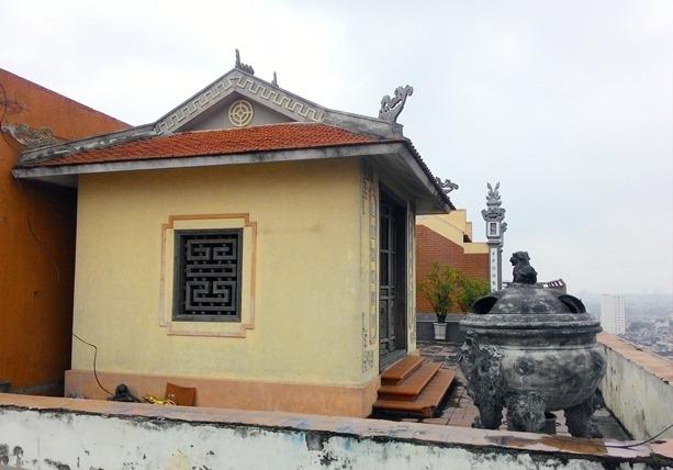 Cận cảnh những ngôi chùa trên nóc chung cư ở Thủ đô - 2