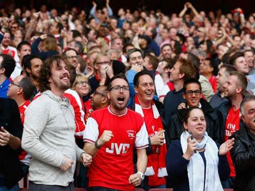 Fan nổi cơn thịnh nộ, Premier League nhường bước - 1