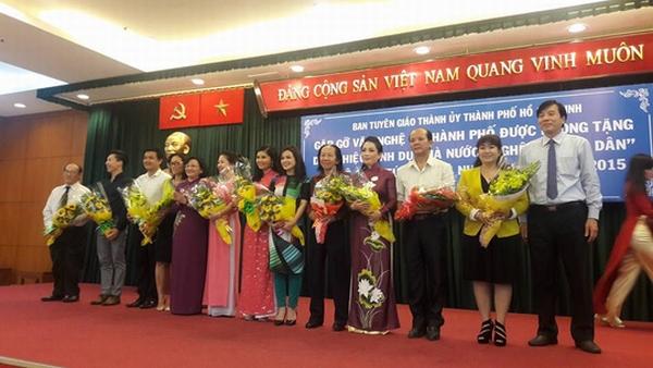 Hoài Linh phấn khởi trong buổi mừng danh hiệu NSƯT - 1