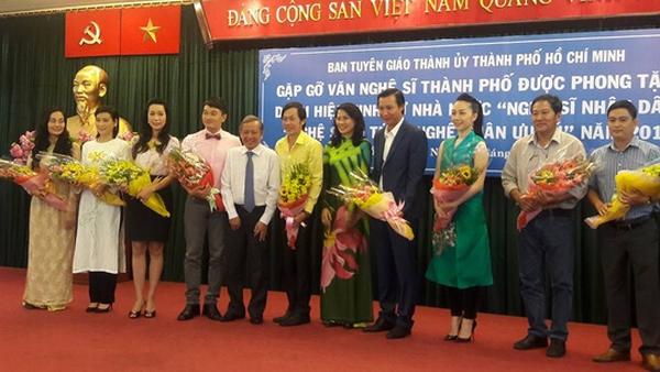 Hoài Linh phấn khởi trong buổi mừng danh hiệu NSƯT - 3