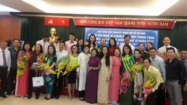 Hoài Linh phấn khởi trong buổi mừng danh hiệu NSƯT - 4
