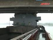 """Video An ninh - Cận cảnh cấp cứu cầu An Thái bị đâm """"toác"""" gầm"""