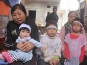 Tin tức trong ngày - Tiếng khóc xé lòng của 3 đứa trẻ mất cha mẹ vì TNGT