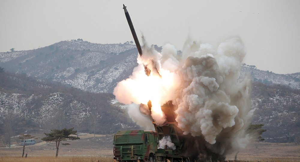 Triều Tiên phóng 2 tên lửa đạn đạo ra biển Nhật Bản - 1
