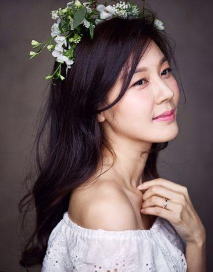 Kim Ha Neul quá trẻ đẹp so với tuổi 38 trong ảnh cưới - 1