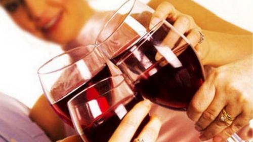 8 hậu quả từ việc uống rượu, bia trước khi ngủ - 1