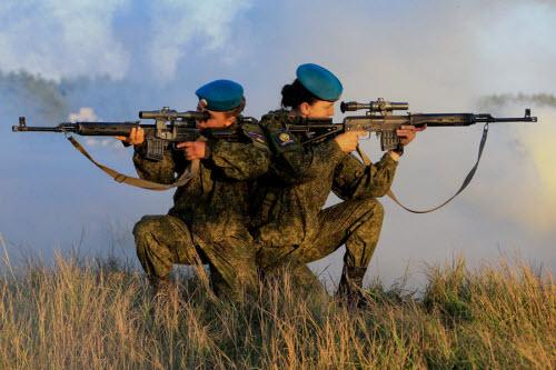 Ảnh: Những bóng hồng của lực lượng lính dù Nga - 1
