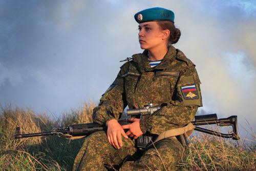 Ảnh: Những bóng hồng của lực lượng lính dù Nga - 7