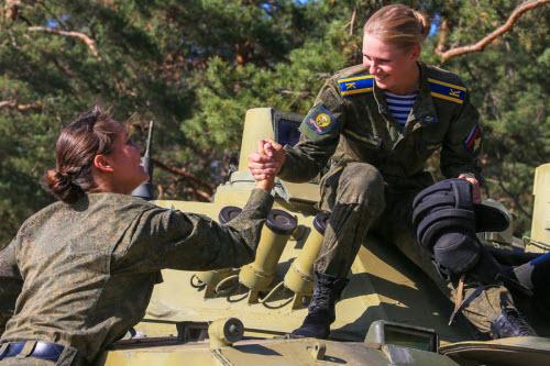 Ảnh: Những bóng hồng của lực lượng lính dù Nga - 9