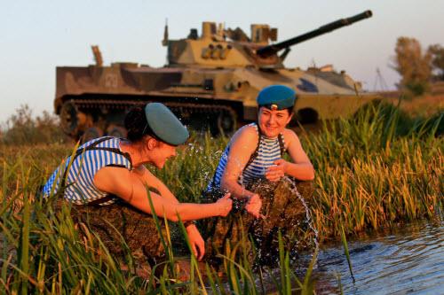 Ảnh: Những bóng hồng của lực lượng lính dù Nga - 10