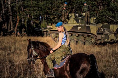 Ảnh: Những bóng hồng của lực lượng lính dù Nga - 11