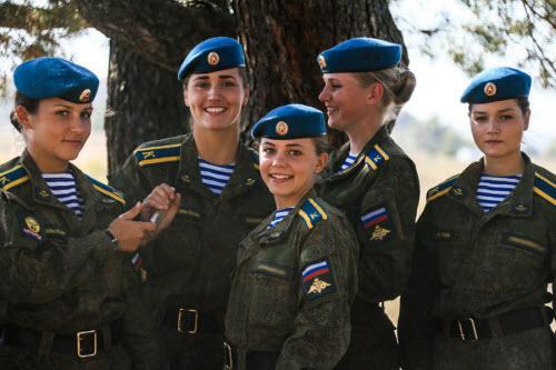Ảnh: Những bóng hồng của lực lượng lính dù Nga - 12