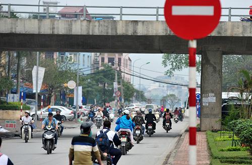 HN: Đường mới thông bỏ không, dân vô tư đi ngược chiều - 10
