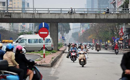 HN: Đường mới thông bỏ không, dân vô tư đi ngược chiều - 3