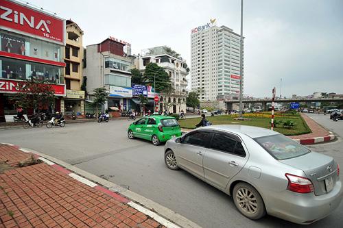 HN: Đường mới thông bỏ không, dân vô tư đi ngược chiều - 4